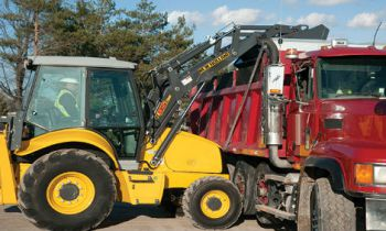 CroppedImage350210-NH-LoaderBackhoe-B95C-TC-2017.jpg