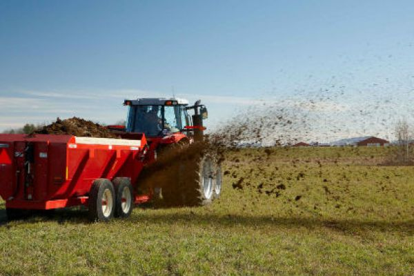 Massey Ferguson | 3700 Series Manure Spreaders | Model SP3710 for sale at Sorum Tractor Co., Inc.