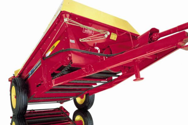 New Holland | 100 Series Box Spreaders | Model 155 for sale at Sorum Tractor Co., Inc.