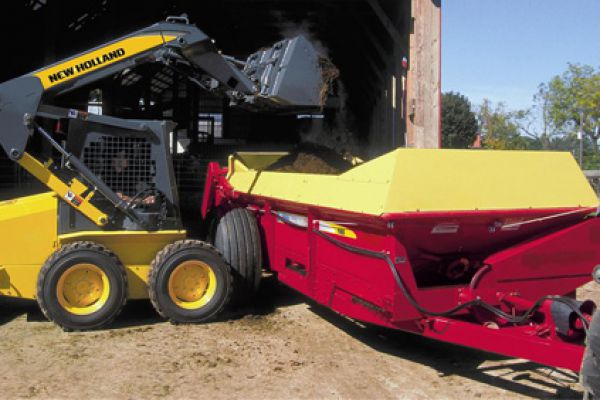 New Holland | 100 Series Box Spreaders | Model 165 for sale at Sorum Tractor Co., Inc.