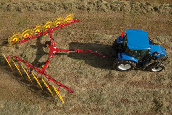 New Holland | ProCart™ and ProCart™ Plus Deluxe Carted Wheel Rakes | Model 1428 Plus 14-Wheel for sale at Sorum Tractor Co., Inc.