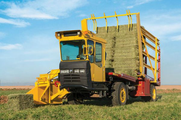 New Holland | Stackcruiser® Self-Propelled Bale Wagons | Model Stackcruiser® 102 for sale at Sorum Tractor Co., Inc.